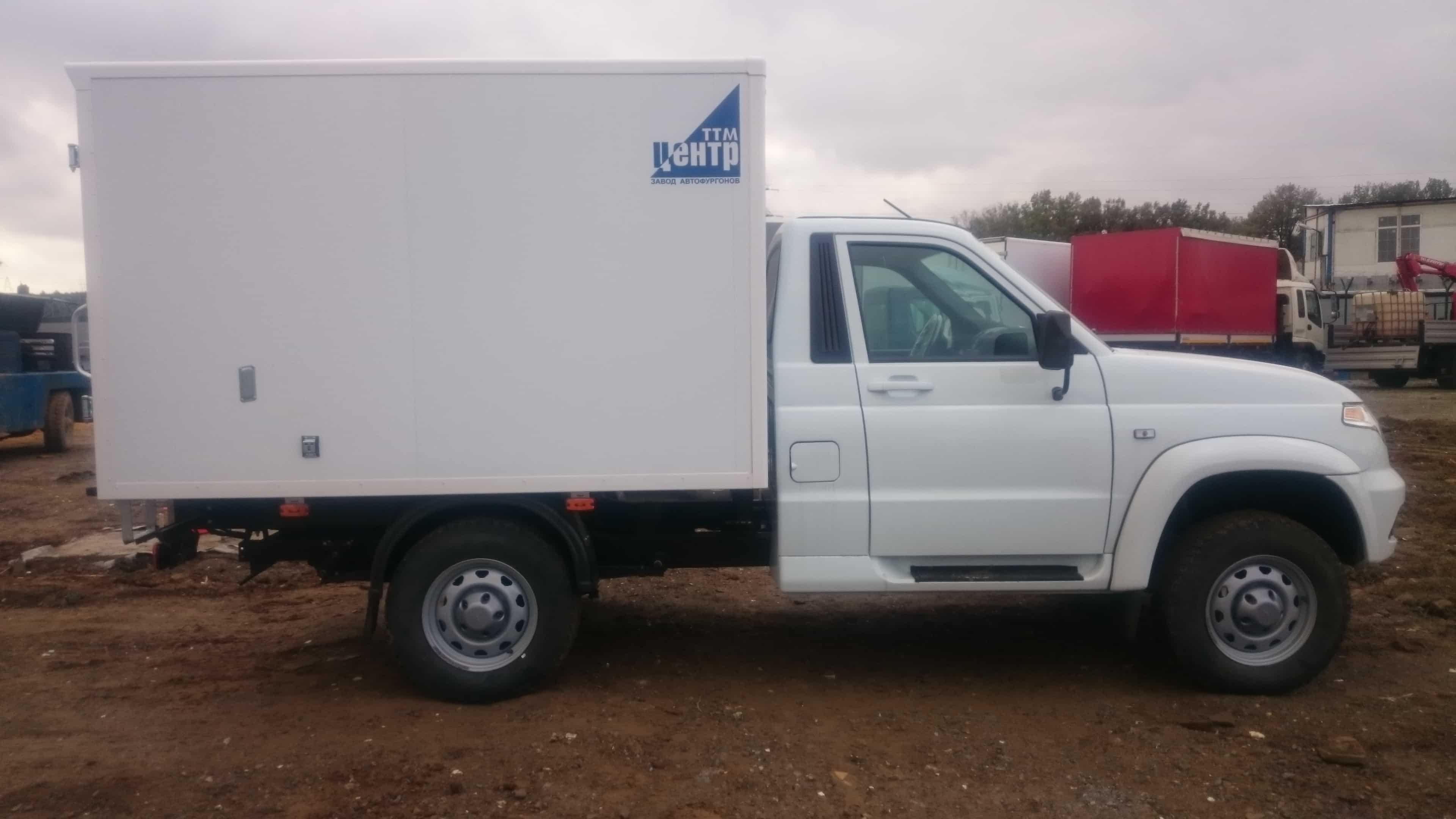 УАЗ Карго с промтоварным фургоном в комплектации комфорт